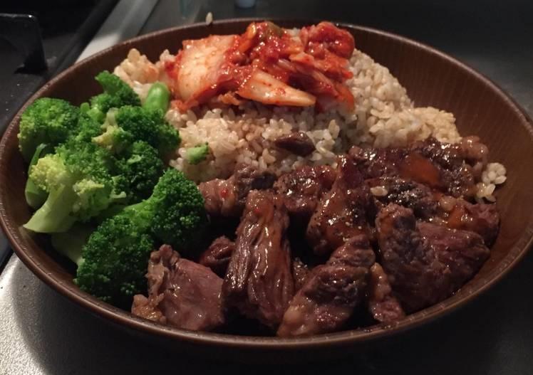 cơm gạo lứt với thịt nạc