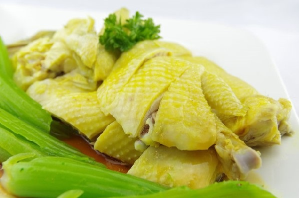 thịt gà luộc với rau củ